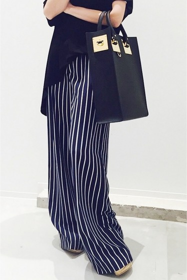 ���ѥ�ȥ�� �ɥ����������� ���饹 stripe wide pants�� �ͥ��ӡ�