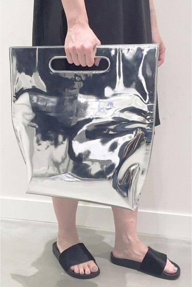 �����ԡ����ȥ��ǥ��� Taeseok Kang EH LONDON SILVER TOTE BAG�� ����С�