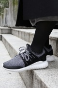 ������ ��ͽ���adidas Originals TUBULAR RADIAL IENA��