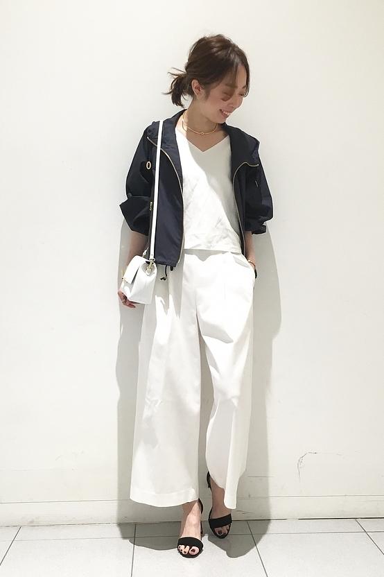 ホワイトワイドパンツ かっこキレイ目コーデ